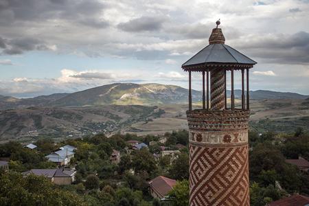 """""""QARŞIDAKI AYLAR Qarabağ münaqişəsinin həlli üçün"""