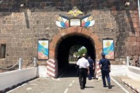 Ermənsitanda rusiyalı zabitin maşını yandırıldı