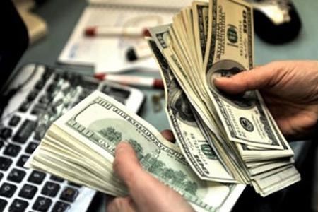 Dollar kreditləri vətəndaşları da bezdirib, bankları da...