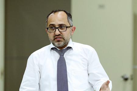 """""""Banklar maliyyə itkilərini gizlədir , kapitallarını isə şişirdirlər"""" - Əkrəm Həsənov"""