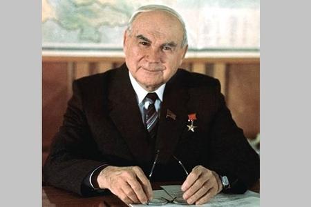 SSRİ-nin 33 yaşlı bakılı naziri - Stalindən Yeltsinədək