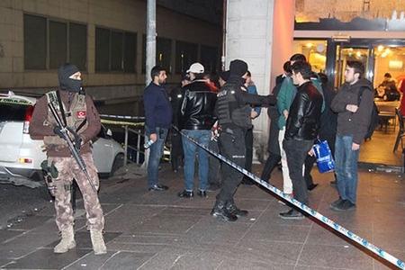 İstanbulun Taksim meydanında atışma: ölən və yaralananlar var
