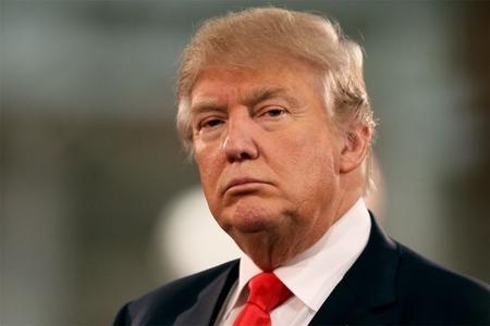 """Tramp: """"Facebook Klintonu dəstəkləyirdi"""""""