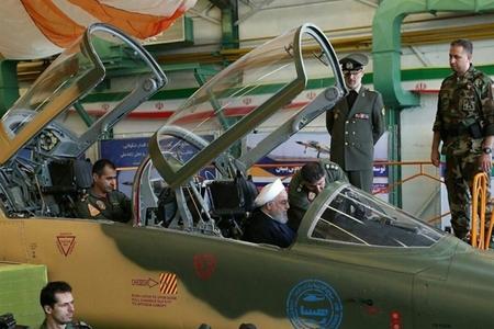 İran ordusuna yeni qırıcı təyyarə təqdim olunub