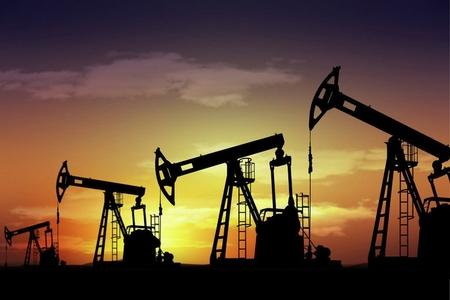 Rusiya neft hasilatını artırır