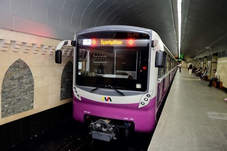 Metroda bədbəxt hadisə: maşinist vaqonların arasına yıxıldı