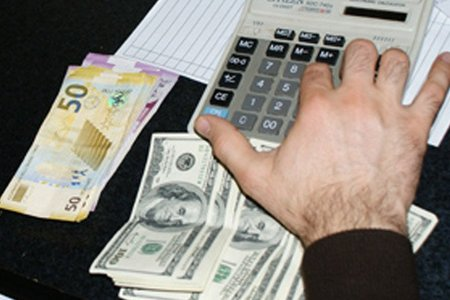Tanınmış iqtisadçıdan dollar-manat kursu ilə bağlı xəbərdarlıq
