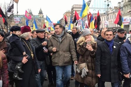 Saakaşvilinin mitinqində Azərbaycan bayrağı – Fotolar