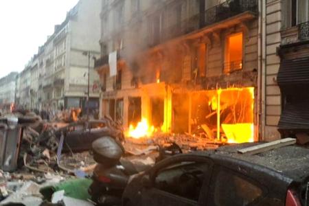 Parisin mərkəzində güclü partlayış olub... - FOTO/VİDEO