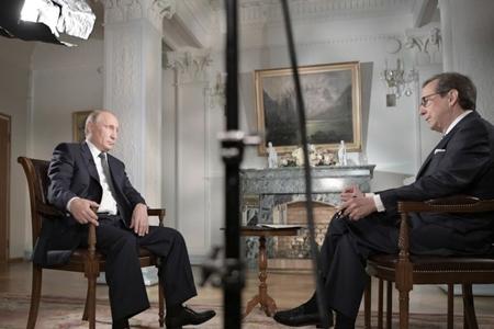 Vladimir Putin Fox News kanalına müsahibə verib