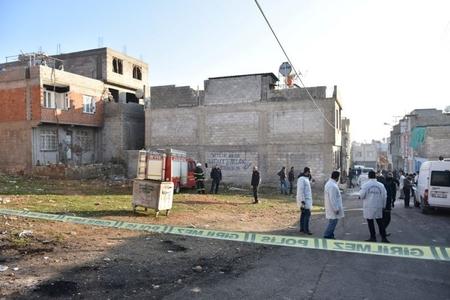 Afrindən Türkiyəyə atılan raket restorana düşüb, yaralananların olduğu bildirilir