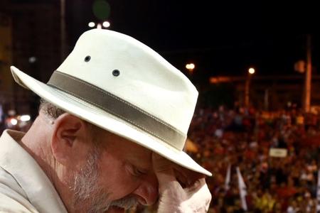 Braziliyanın keçmiş prezidentinin kampaniya avtobusuna atəş açılıb