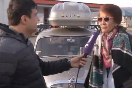 Kolumbiyalı turist retro avtomobili ilə Azərbaycana gəlib - VİDEO