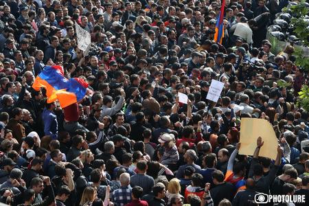 Ermənistanda tələbələr dərsləri boykot edərək etiraz aksiyalarına qoşulublar