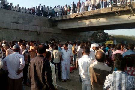 Hindistanda yol qəzası baş verib, 26 nəfər ölüb, 12 nəfər yaralanıb