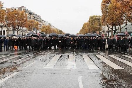 Tramp yağış səbəbindən Parisdəki ABŞ hərbçiləri məzarlığını ziyarət etməyib