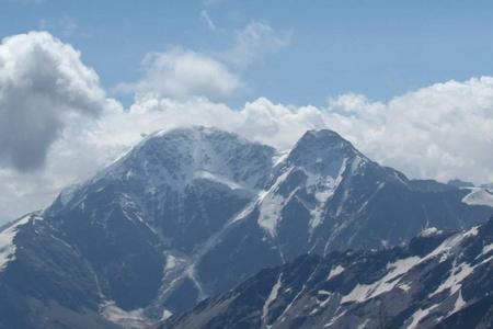 Elbrus dağında 31 il əvvəl həlak olmuş alpinistin cəsədi tapılıb