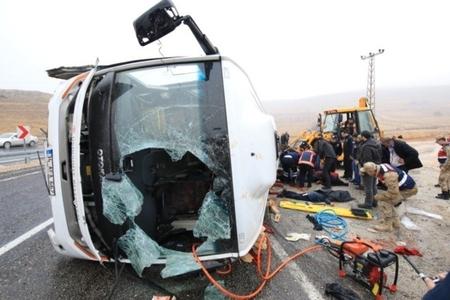 Türkiyədə avtobus aşıb, 7 nəfər ölüb, 15-i yaralanıb
