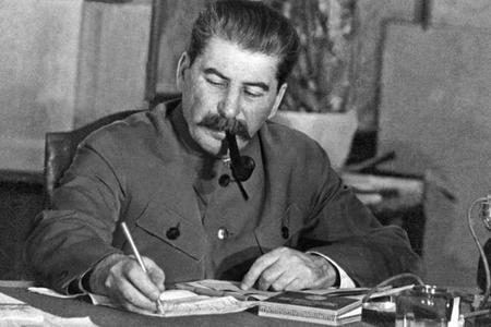 Stalin ən dahi tarixi şəxsiyyət adlandırılıb