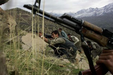 Türkiyədə PKK terrorçuları ilə atışmada bir hərbçi şəhid olub, biri yaralanıb