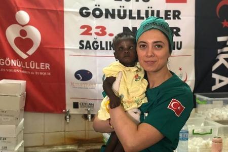 """""""Ölümlə hər an burun-burunadırlar..."""", - Afrikada könüllü olmuş gənc azərbaycanlı həkim"""