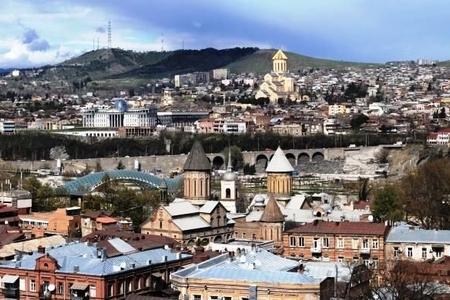 Tiflis İnqilab meydanının adını dəyişir