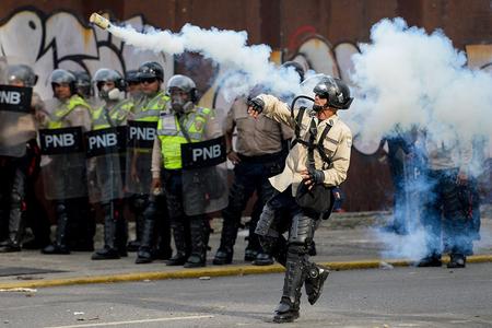 Venesueladakı etirazlar zamanı öldürülənlərin sayı 83 nəfərə çatıb