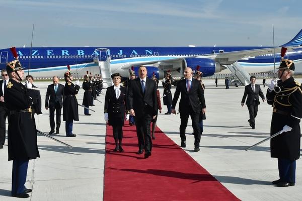 Azərbaycan prezidenti Fransaya rəsmi səfər edib
