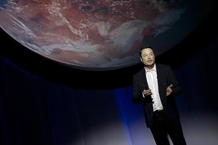 """İlon Mask: """"Falcon Heavy"""" ağır raketi yanvarda kosmosa buraxılacaq"""