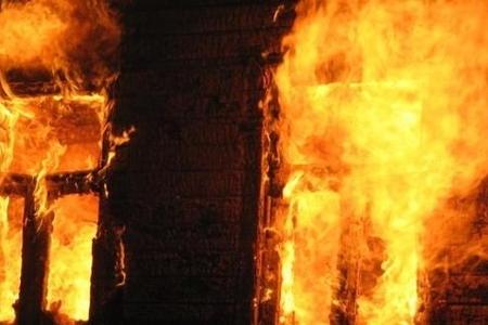 Bakıda 4 otaqlı ev yanıb