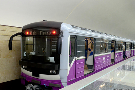 Metroda qatarda problem yarandı, sərnişinlər stansiyada boşaldıldı