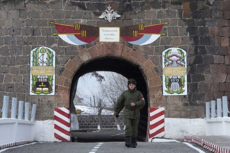 Ermənilər Rusiya hərbi bazasına görə etiraz aksiyaları seriyasına başlayırlar