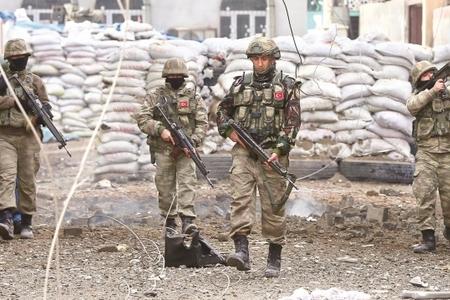 Türkiyədə hərbi hissəyə hücum oldu, hərbçilər yaralandı