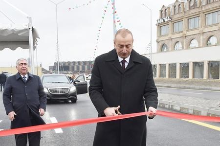 Prezident İlham Əliyev Bakıda yeni yol açılışında - FOTOLAR