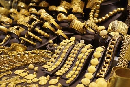 Ölkənin qızıl-gümüş bazarında ucuzlaşma var