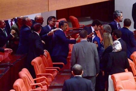 Türkiyə parlamentində dava - FOTO