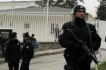 Ankarada silahlı hücum: bir polis ölüb