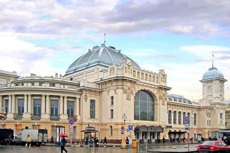 Sankt-Peterburqda anonim zənglərə görə vağzallar təxliyə edildi