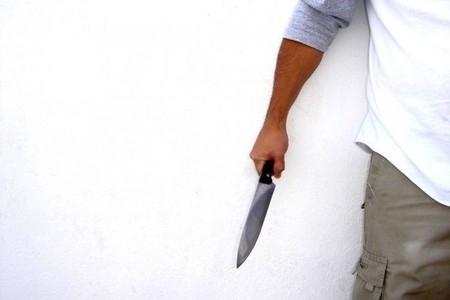 Abşeronda sürücü avtomobilindəki qadına baxan kişini bıçaqlayıb