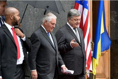 Poroşenko və Tillerson Rusiyaya qarşı sanksiyaları müzakirə ediblər
