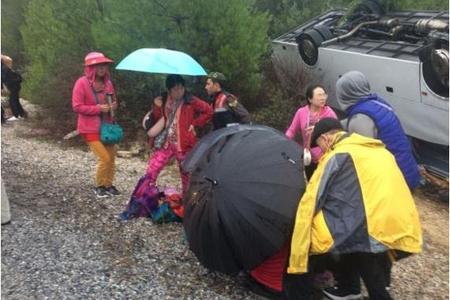 Turistləri daşıyan avtobus aşıb, 18 nəfər yaralanıb