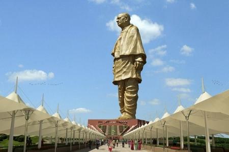 Hindistanda dünyanın ən hündür heykəli quraşdırılıb