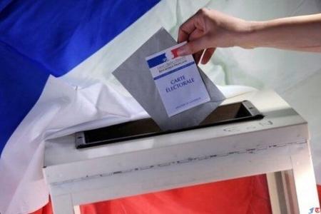 Fransada parlament seçkilərində Makronun partiyası liderlik edir