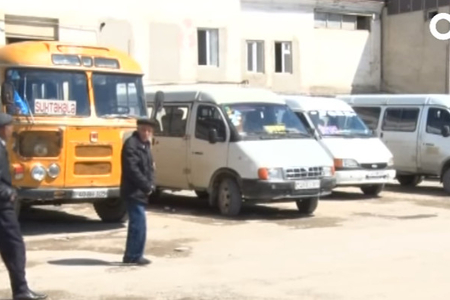 """""""Yük yerində gedib, gəlmişik"""" - Sərnişinləri ölümə daşıyan mikroavtobuslar - VİDEO"""