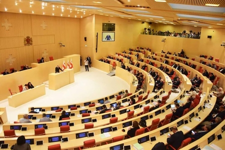 Gürcüstan parlamenti yeni hökumətə etimad göstərib