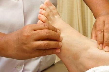 Əl və ayaqlarda şişkinliyin 8 təhlükəli səbəbi