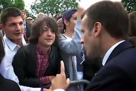 Fransa prezidenti yeniyetməyə acıqlandı