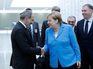 Angela Merkel artıq İrəvandadır
