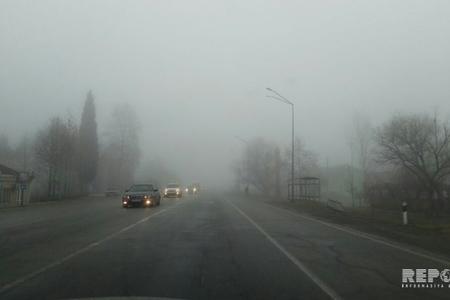 Yevlaxda dumanlı hava yol qəzasına səbəb olub, yaralılar var