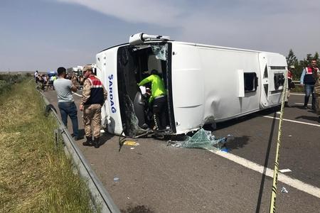 Avtobus aşıb, 5 nəfər ölüb, 14 nəfər yaralanıb